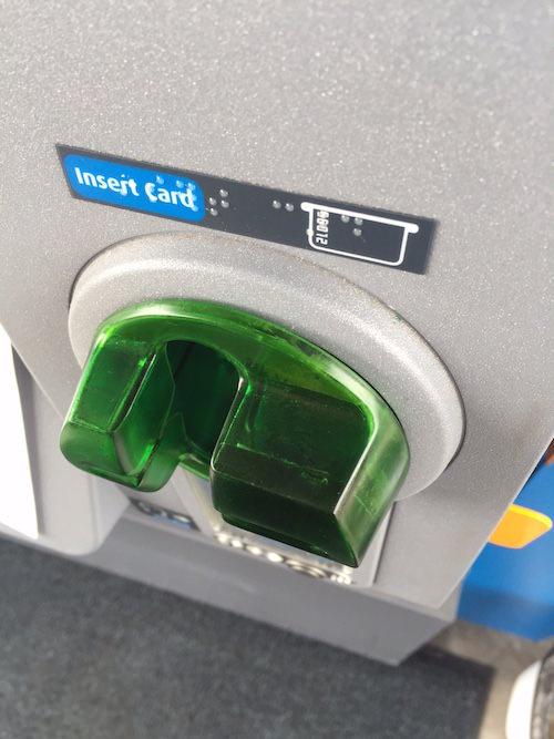 スキミング機械付きカード挿入口(マディソン市)