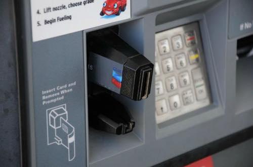 セルフガソリンスタンドのカード挿入口のスキミング1