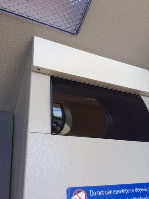 ATM機に貼り付けられた隠しカメラ