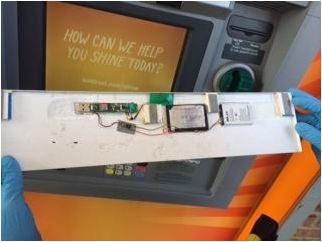 ATMに付けられたスキミング用カメラ画像