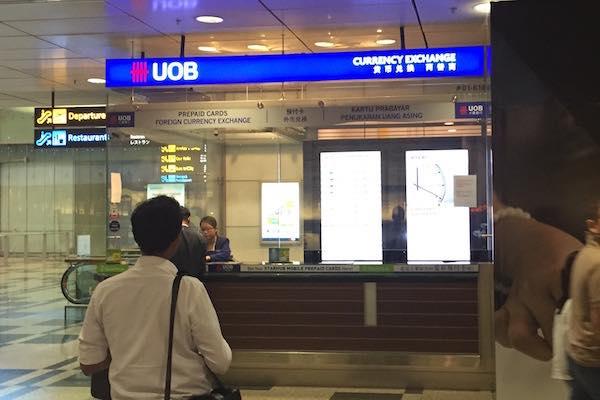 シンガポール・チャンギ国際空港内の銀行の外貨両替