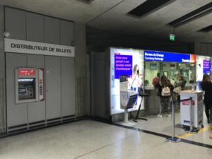 フランス パリ シャルル・ド・ゴール空港のトラベレックスATM