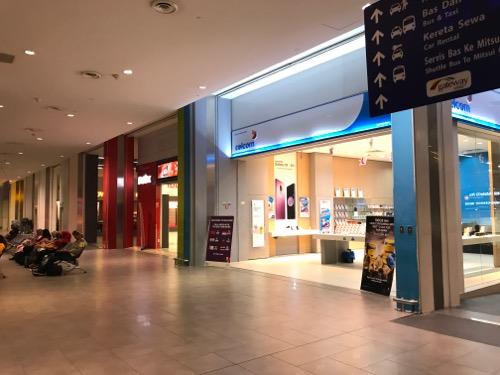 深夜のクアラルンプール国際空港第2ターミナル(KLIA2)
