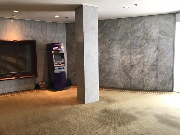 高級ホテル内にあるATM