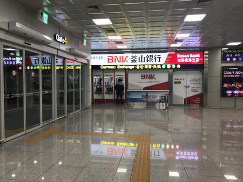 プサン空港のプサン銀行窓口とATM