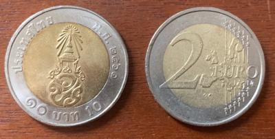 10バーツ硬貨と2ユーロ硬貨