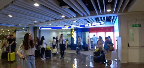 バリ空港の国際線、税関出てすぐにあるmandiri銀行