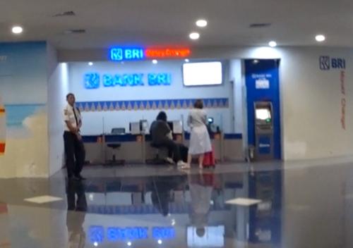バリ空港のBRI銀行窓口とATM