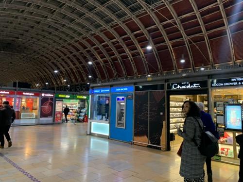 ロンドンのパディントン駅の両替所