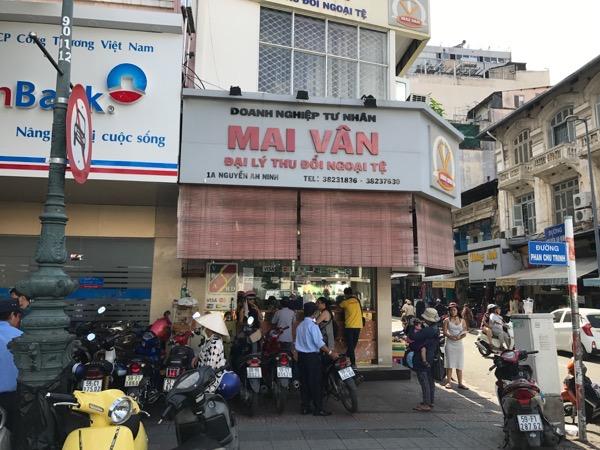 ベンタイン市場隣の両替所MAI VAN