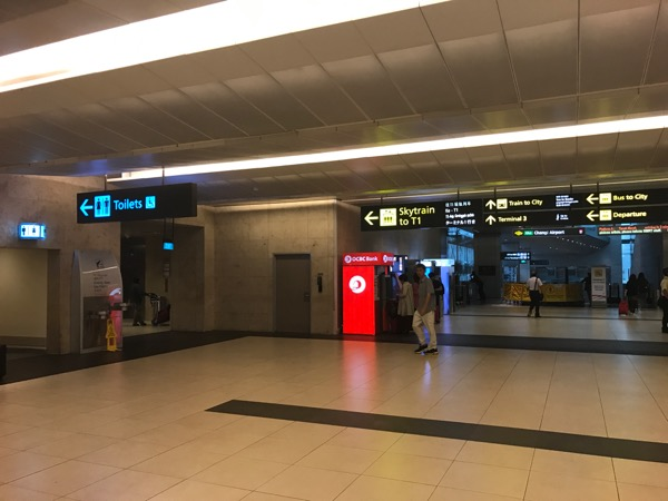 シンガポール チャンギ国際空港 ターミナル2 端のATM